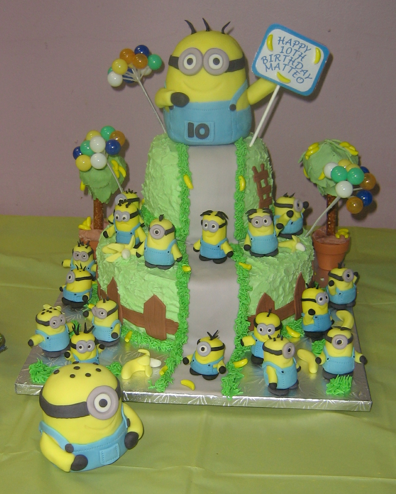 Minion Mountain Cake